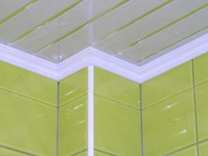 Пенопластовый потолочный плинтус: простой монтаж без забот