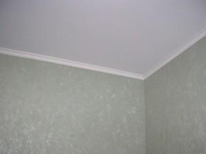 Как клеить багеты на натяжной потолок самомстоятельно