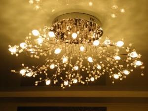 Какие люстры подходят для натяжных потолков идеально?
