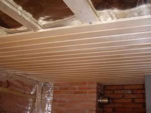 Как обшить потолок в бане вагонкой?