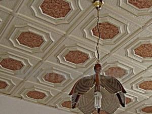 Как обновить потолочную плитку без затрат?