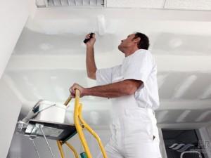 Как заделать шов на потолке между плитами?