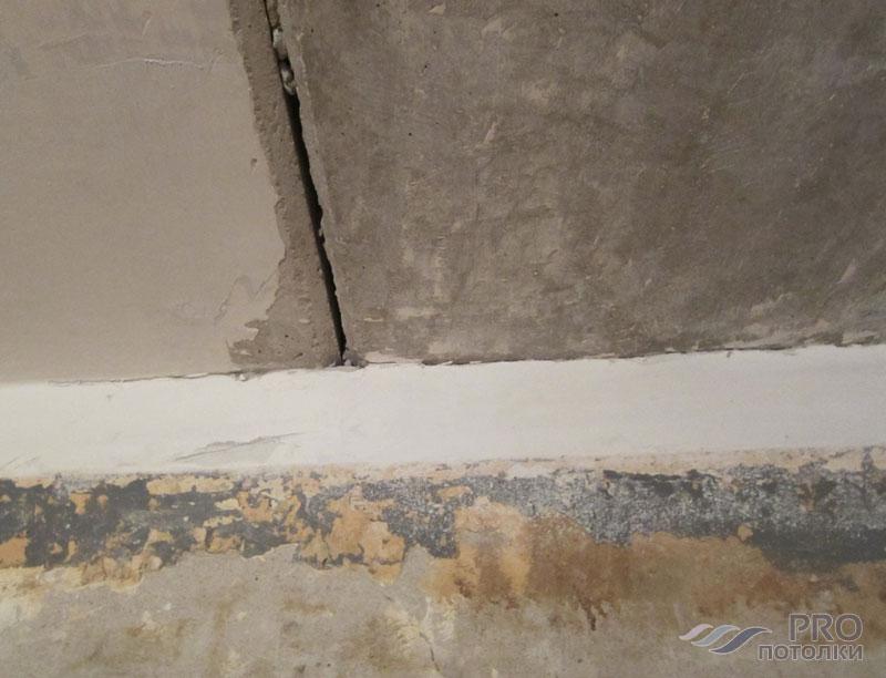 Как обработать угол стены от плесени
