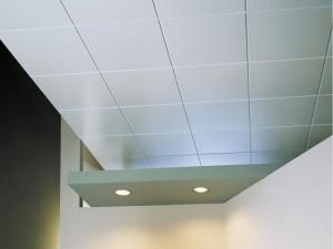 Плитка для потолка из пенопласта и ее особенности