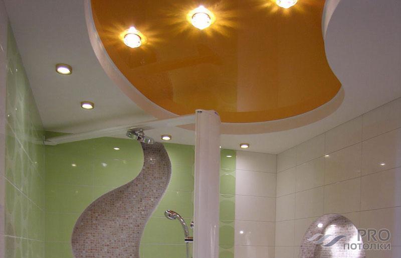 Какой потолок делать в ванной комнате