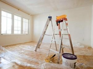 Как быстро очистить потолок от старой побелки?