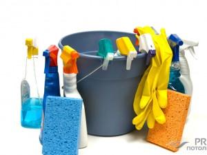 Как помыть натяжной потолок без разводов?