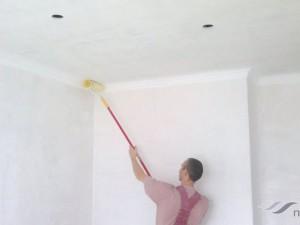Как правильно красить потолок валиком: советуют эксперты