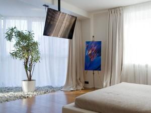 Крепление телевизора к потолку: ньюансы монтажа