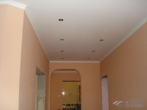 Как сделать потолок в коридоре своими руками