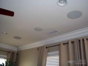 Встраиваемые колонки в потолок и их достоинства