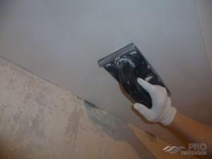 Как правильно шпаклевать потолок под покраску: особенности и этапы