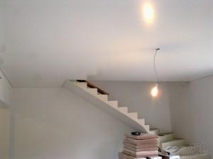 Глянцевая краска для потолка и возможные проблемы