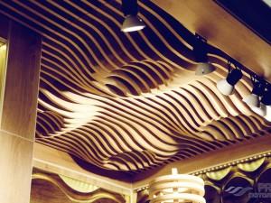 Реечные потолки в интерьере — фото вариантов дизайна